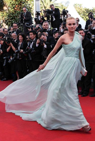 Даян Крюгер впечатли всички и с ефирната си ментово зелена рокля на Giambattista Valli