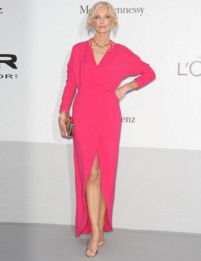 Джоли Ричардсън не беше случила на тоалет. Яркият цвят и безформената кройка в комбинация с големите й крака... определено не ни допадна