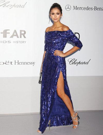 Младата актриса Нина Добрев се появи облечена в електричско синя рокля от пролетната колекция на Elie Saab