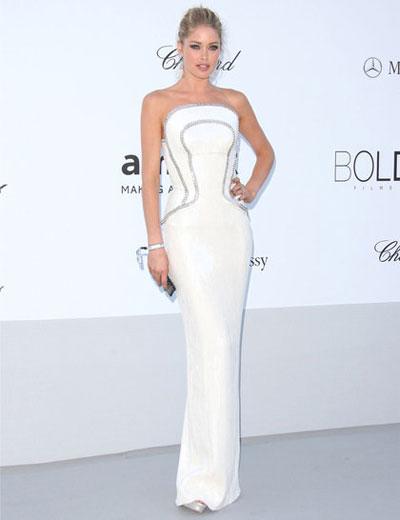 Ангелчето Даутцен Крус облече изключителния си сексапил във Versace