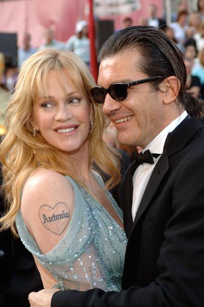 Мелани Грифит прави първата си татуировка за четвъртата годишнина от сватбата си с Антонио Бандерас. Татуировката е много красива във форма на сърце, в което е изписано името на съпруга й.
