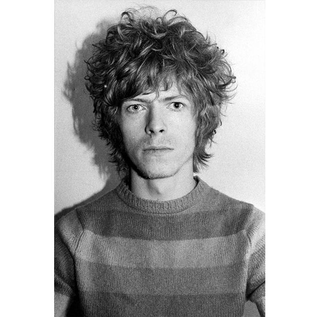 1969 г.  Дори и със спретнат пуловер и небрежна прическа, Бауи ни въздейства точно както, когато е на сцената.