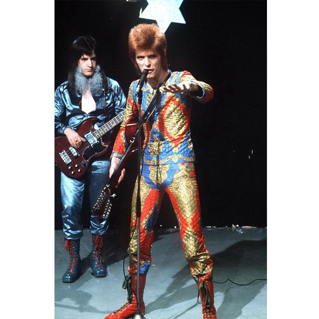 1972 г.  През 72-а Дейвид вече е с червена коса, а облеклото и обувките му често са в яркочервени нюанси и елементи.