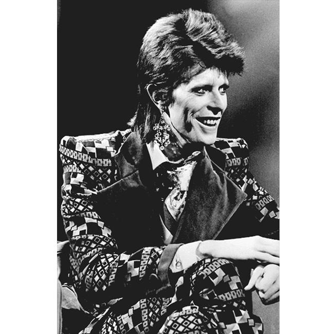 1 януари 1974 г.  В графичен шарен костюм с кадифени ревери.
