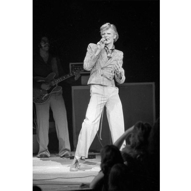 1 ноември 1974 г.  На участие в Ню Йорк със сако с подплънки на раменете.