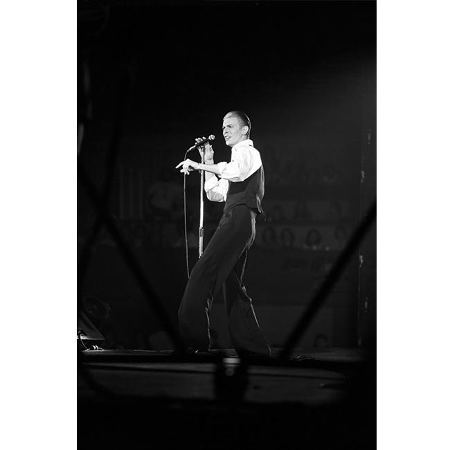 11 ноември 1976 г.  Годините на Белия Херцог, поредният сценичен персонаж на Дейвид Бауи.