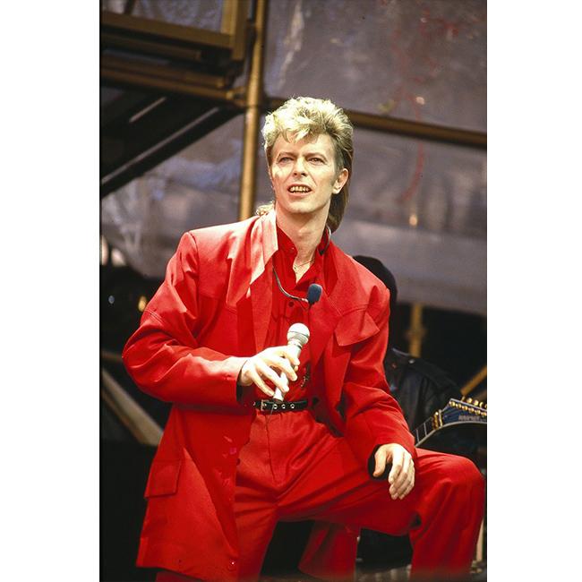 1987 г.  В червен монохромен ансамбъл.