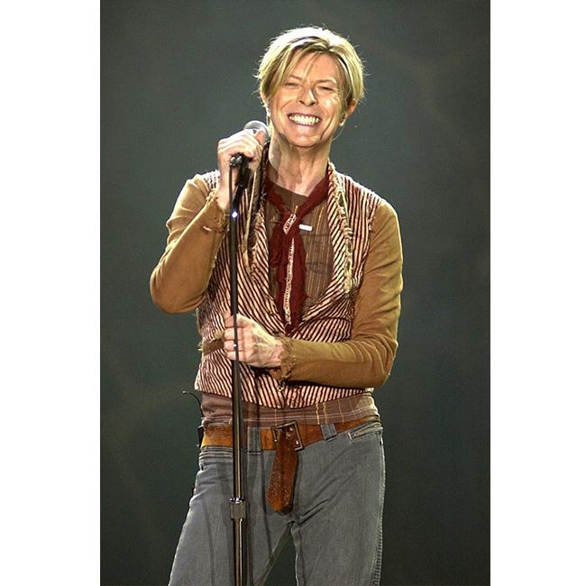 11 ноември 2003 г.  Дейвид подарява голяма усмивка на публиката на концерт в Манчестър. Няколко месеца по-късно, през 2004-та, получава инфаркт и се мести в Ню Йорк, като спира да прави музика и турнета.