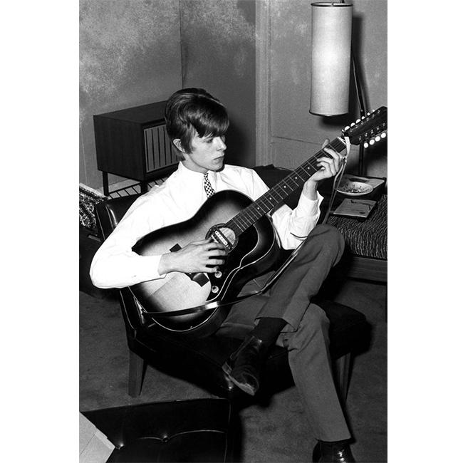 1 януари 1965 г.  Елегантният и романтичен Бауи в един далечен януарски следобед, останал насаме с музиката.