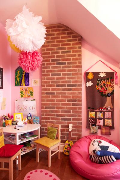 Една розова стая в апартамента води само и единствено до позитивни мисли. Дори и да не е твоята.bkids.typepad.com