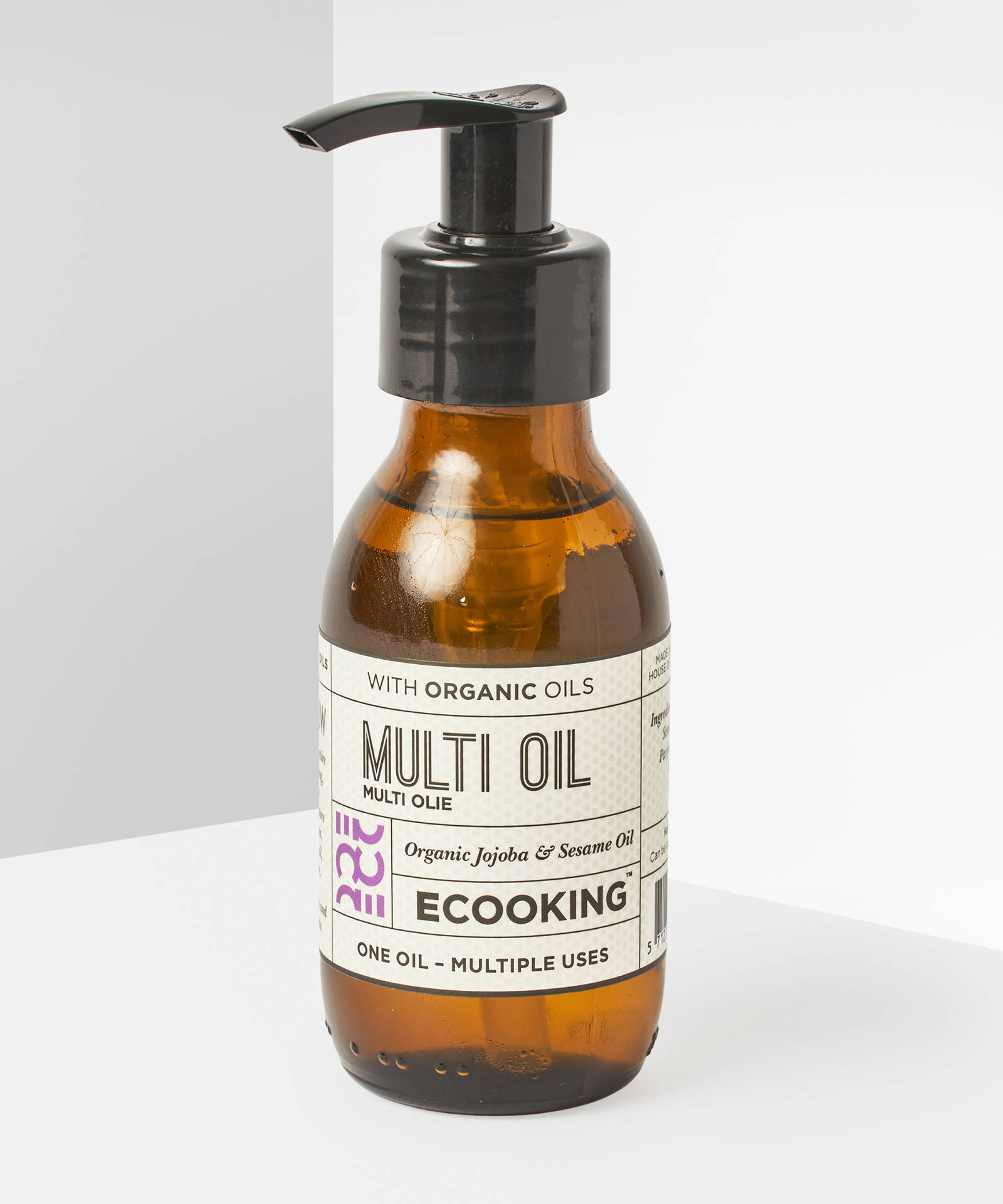 """ECooking Multi Oil, 45лв./100 ml Няма нещо, което обичаме повече от """"мултитаскващ"""" продукт - маслото може да се използва като дегримьор, хидратант, маска за устни, лице или пък коса - списъкът е дълъг! Съдържа екстракт от органична жожоба, сусамово масло, екстракти от портокал и лавандула."""