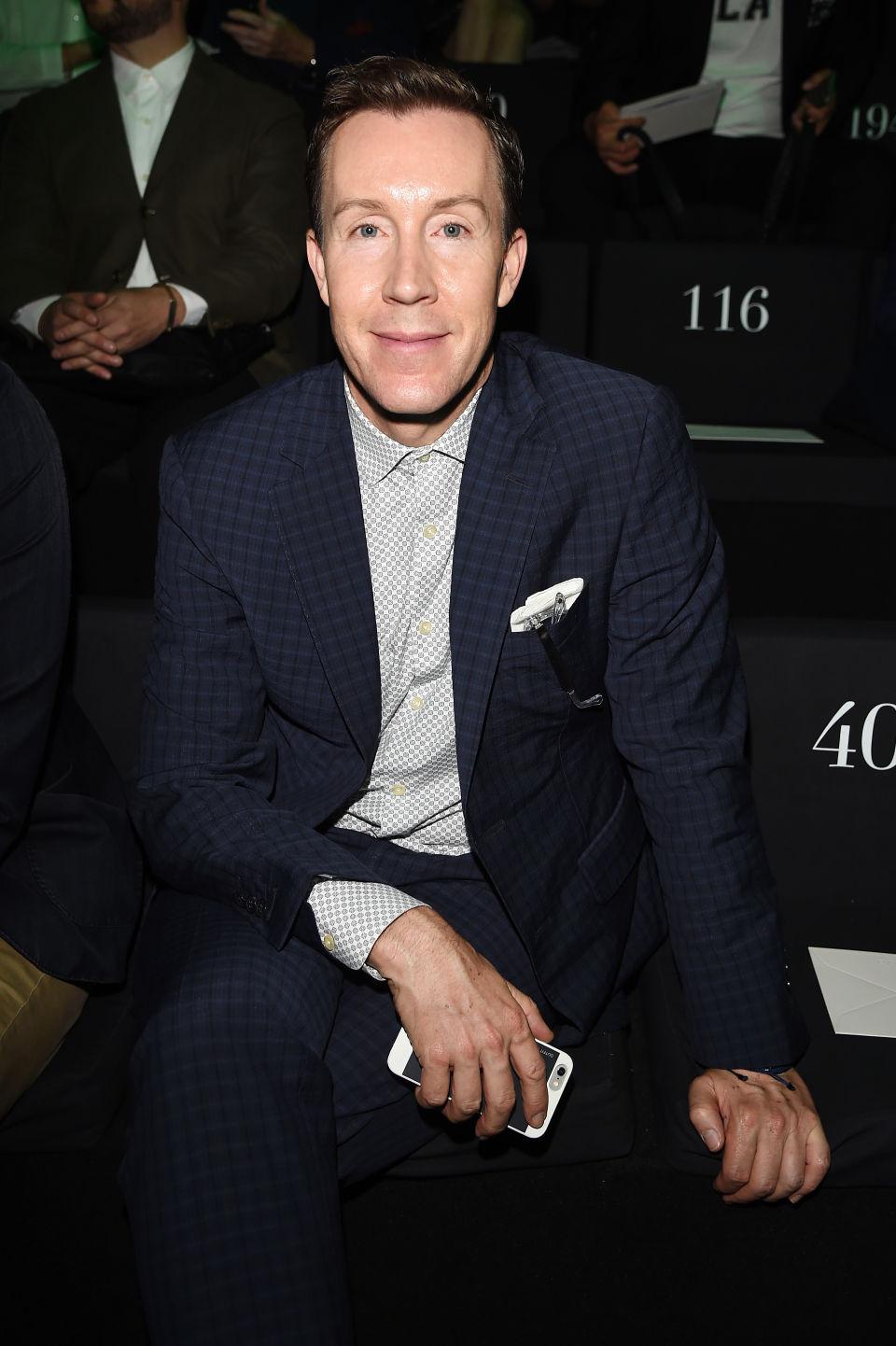 Ерик Дженингс Моден директор на SAKS FIFTH AVENUE Saks е институция! Дженингс, който работи за търговеца на дребно от 2008 г. насам, има вечно запазено място на първия ред на модните дефилета, а лицето му е вече доста разпознаваемо!