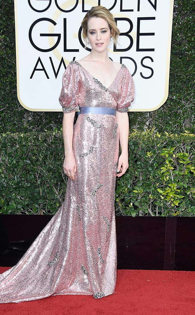 Харесваме Клеър Фой, но не и тоалетът й, който е странно съчетание от сребро и пастелено розово и ни носи привкус на абитуриентски бал от 80-те.