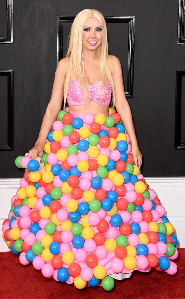 """Girl Crush Дори не сме сигурни как бихме коментирали тази """"рокля""""?!?!?!?!?"""
