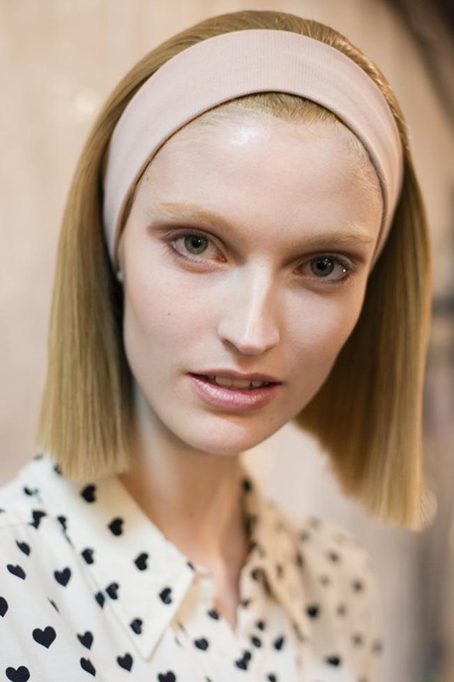 Прави косиМладежки и с идеално подрязани дължини, правите коси както винаги са хит. За да изглежда винаги в чудесна форма косата ни, е важно да използваме дълбоко подхранващи и хидратиращи продукти, особено през зимата.Marc Jacobs
