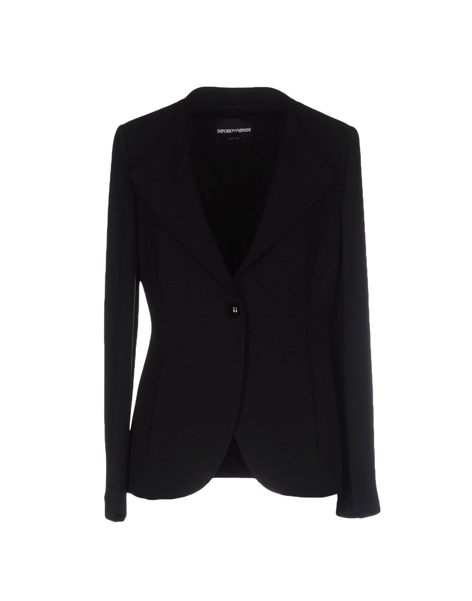 Блейзърът Emporio Armani е класика, а когато цената е - 50%, не бива да го подминаваме. 431лв. yoox.com