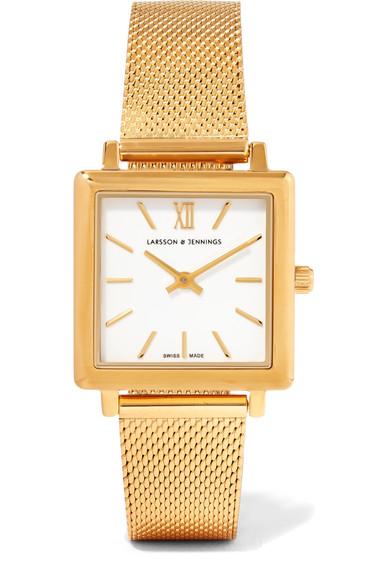 Позлатеният часовник Larsson&Jennings е идея, която би допаднала на всяка специална в живота ни жена. 702лв. net-a-porter.com