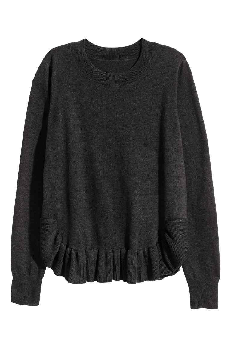 Пуловер H&M за уютни и пухкави празници. 34,99 лв. www2.hm.com