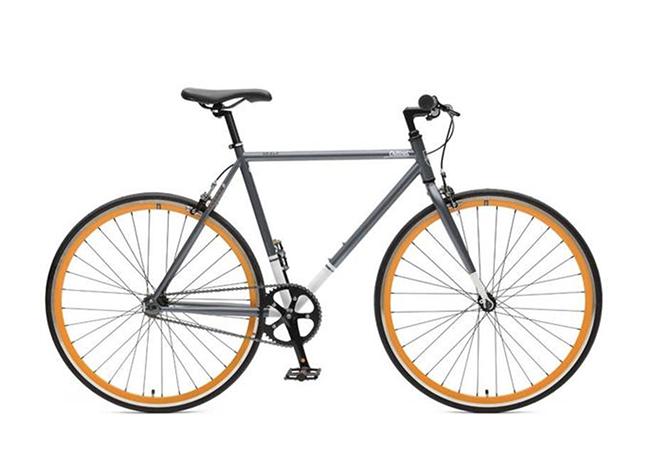 Бунтовник без кауза и един супер готин Fixie, на който той много ще се зарадва от Critical cycles. 369лв.   criticalcycles.com