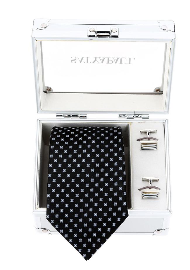 Вратовръзка и то каква. Satya Paul правят копринени екземпляри, които са еталон за лукс. А тази идва в комплект с изящни ръкавели. 120лв. satyapaul.com