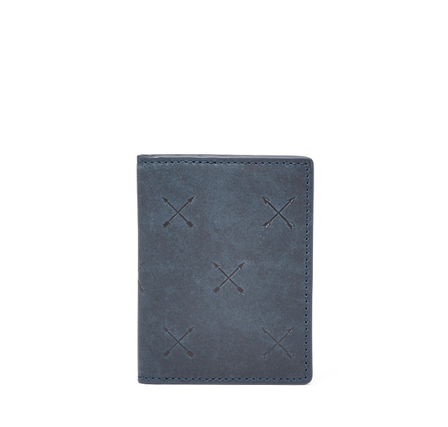 Този card case на Fossil, ако вашето момче не обича да носи много неща из джобовете си. 74лв. fossil.com