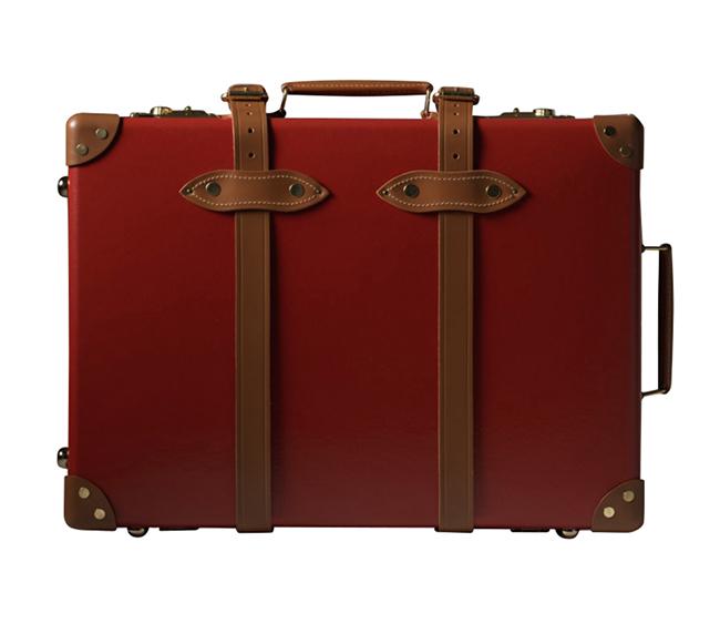 Мoдерният хулиган пътува със стил. Globe-Trotter вече век създават ръчно изработени куфари, от естествени материали. Лукс и класа в едно. 2515лв. globe-trotter.com