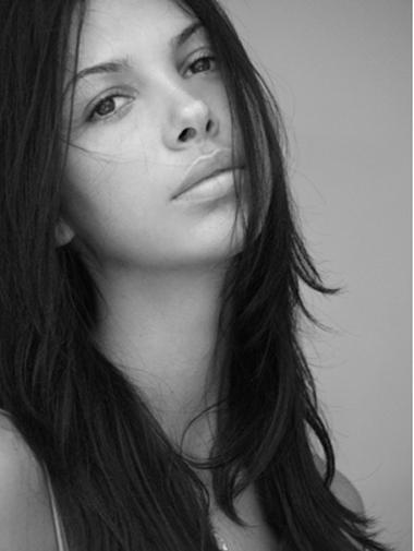 Биляна Йотовска  Най-секси БГ дупе за 2008 има удивителниочи, нежно красиво лицеи безпогрешни танцови движения.Отскоро и собственотанцово шоу в Escape.Сн. Press