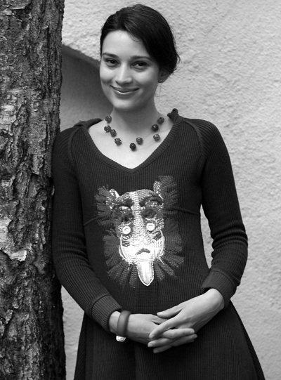 Ирмена ЧичиковаТалантливата актрисапечели Аскеер презмай и има най-красивитеочи, които сме виждали натеатралната сцена.Сн. Надежда ЧипеваКапитал Light