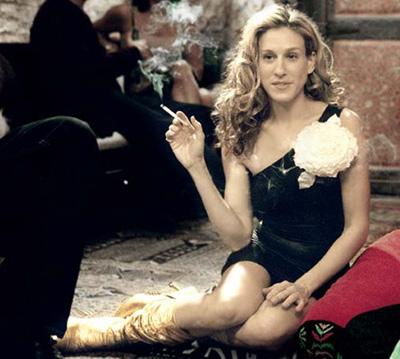 Цигарата и тези златни ботуши.
