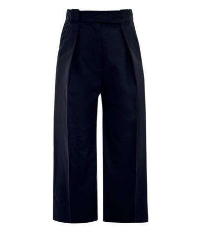 ПанталонътСлед името Balenciaga не е нужно нищо повече, за да ни накара да фантазираме за него.881 лв.matchesfashion.com