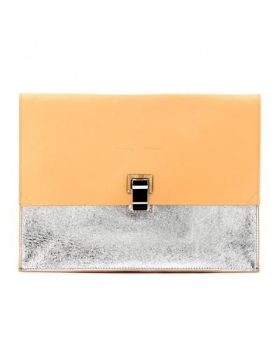 Чантата в металическия трендКлъчът наProenza Schouler, скъп, недостъпен и още по-желан.730 евроmytheresa.com