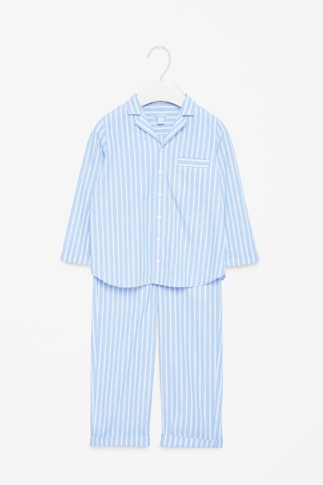 Пижама Cos, за спокойни и топли сънища, изпълнени с феи и еднорози. 76лв. cosstores.com