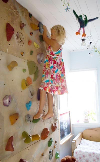 Идея за малки и големи. Една чиста и достатъчно висока стена би свършила страхотна работа за спортни дейности у дома. А на върха на въображаемата кула можеш да има стимул. Огромен динозавър за детето или кутия с шоколадови бонбони за теб. The marion house book