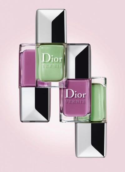 Новото при Dior са страхотните ароматни лакове, много момичешки, много глезени и ние направо ги обожаваме. Серията на луксозната марка се нарича