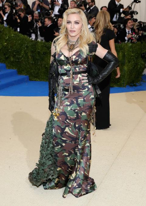 Мадона в Moschino