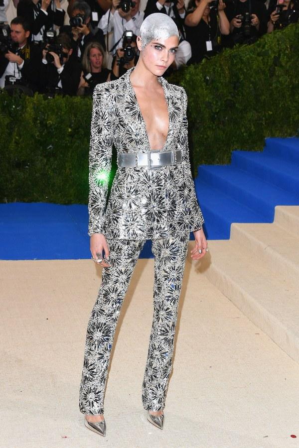 Кара Делевин в Chanel