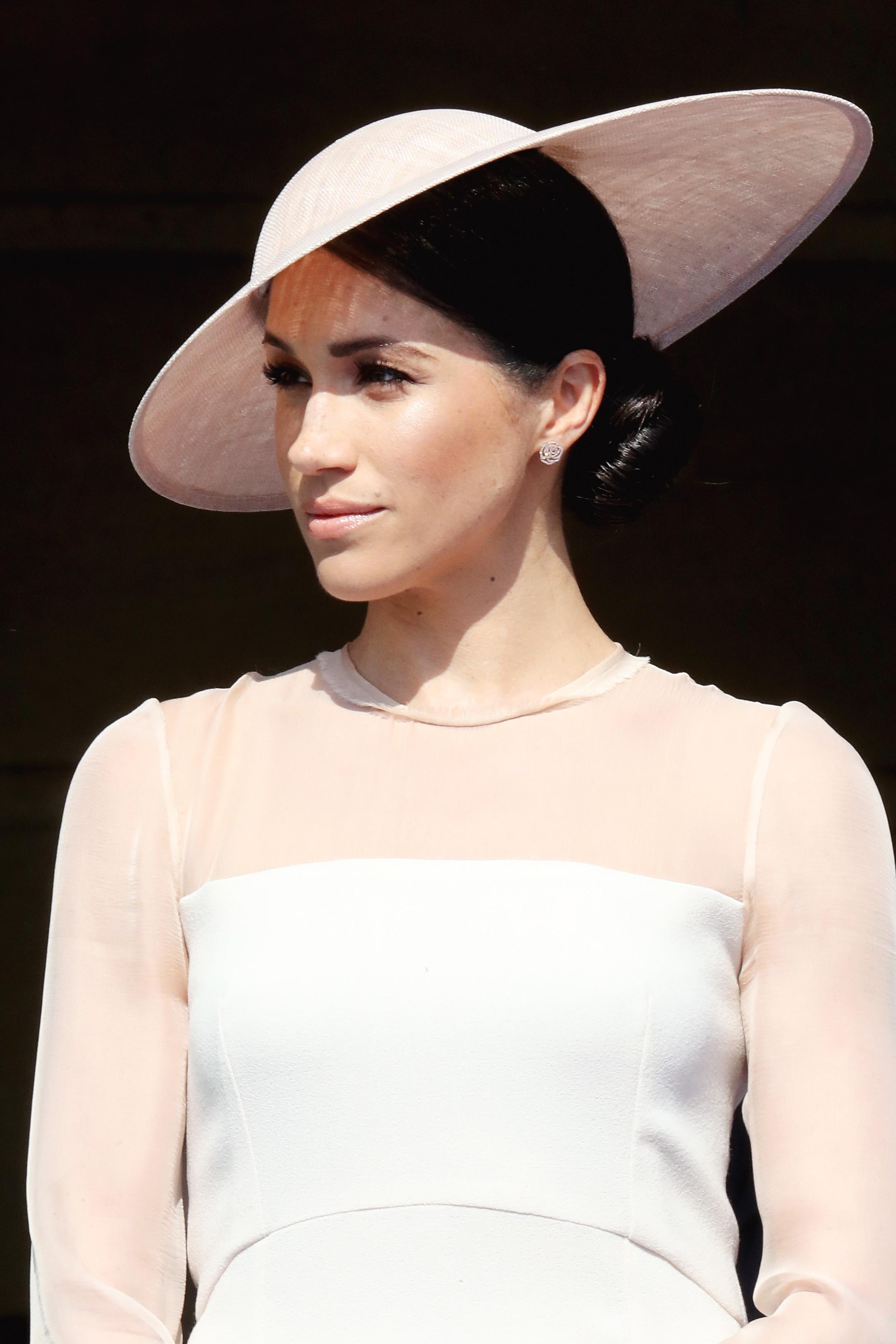 Facebook and any others Както казахме, на Меган вече й се наложи да изтрие профилите си във Facebook, Instagram и други подобни. И както принц Хари, принц Уилям и Катрин ще използва официалният акаунт на кралското семейство, за да споделя ъпдейти около живота и кралските й задължения.