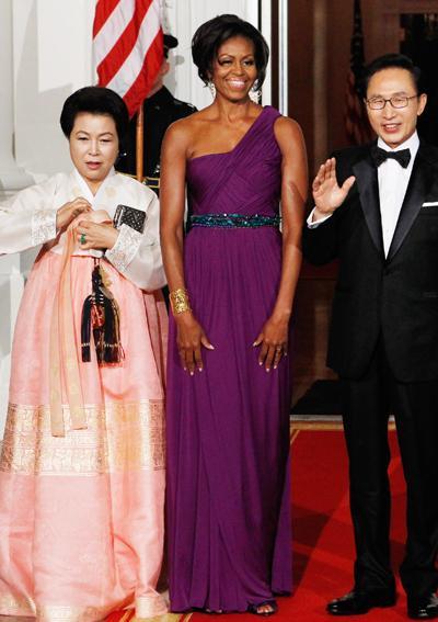 2011: В рокля на Doo-Ri Chung.