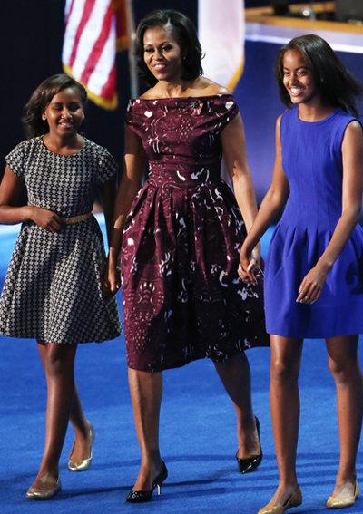 2012: В рокля дело на не така известната дизайнерка Laura Smalls.