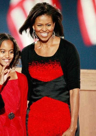 2008: При победата на сърпуга си Мишел се появи в рокля на Narciso Rodriguez.