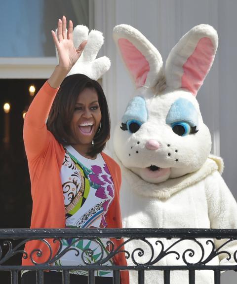 2015: За Великден в Белия дом, Мишел празнува в изискан флорален топ.