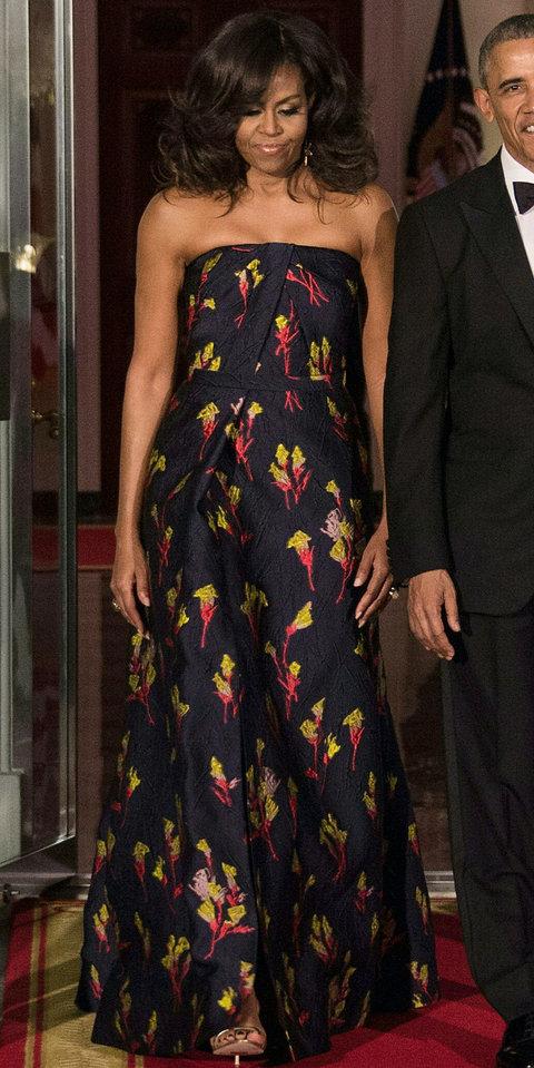 2016: В дизайн на друг любим дизайнер. Първата дама във вечерна рокля на Jason Wu.
