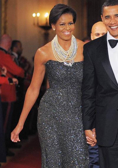 2009: В забележителна рокля на Peter Soronen , комбинирана със смела и пищна огърлица на Tom Binns.
