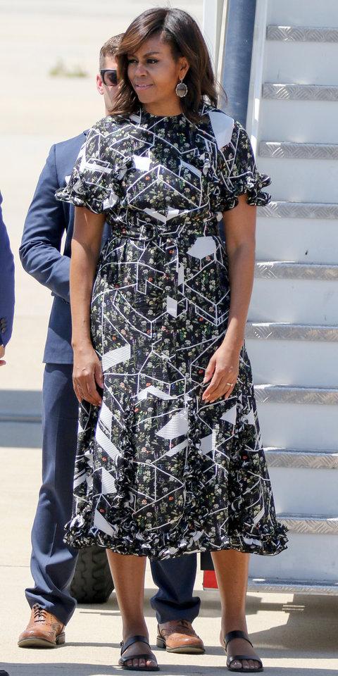 2016: Супер шик в рокля на Preen by Thornton Bregazzi с графичен принт.