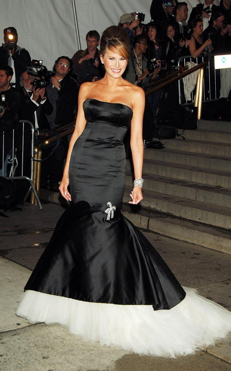 Малко след сватбата си с Доналд Тръмп /януари 2005 г./, Мелания се появява на бала Met Gala през май същата година в превъзходна черна рокля на Alexander McQueen, стилно издържана и шикозно комбинирана с безупречна прическа.