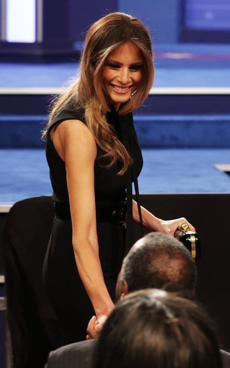 Мелания в черен гащеризон на Ralph Lauren, поводът - третият президентски дебат тази година.