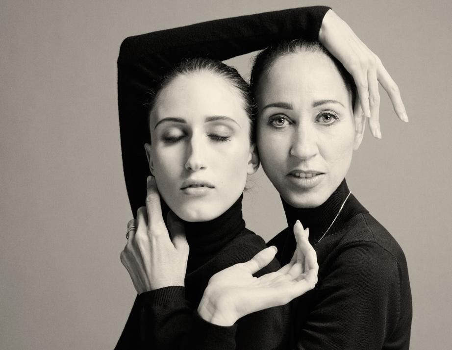 Пат Кливлънд и Анна Кливлънд Пат е от тези легендарни модели, които носят история с името си, а дъщеря й Анна вече може да се похвали, че дефилира за най-големите!