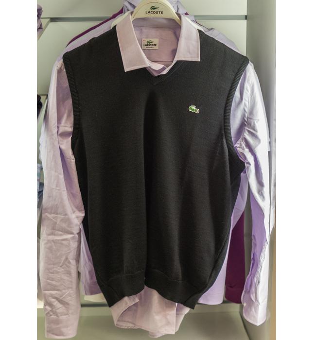 Пуловер без ръкав Lacoste: Стара цена 259 лева/ Нова цена 181.30 лева. Всеки уважаващ себе си мъж, знае как да бъде елегантен.