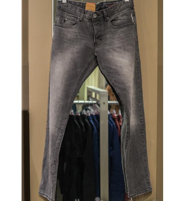 Мъжки дънки Esprit: Стара цена 119 лева/ Нова цена: 69 лева. Слим моделите отиват и на мъже.