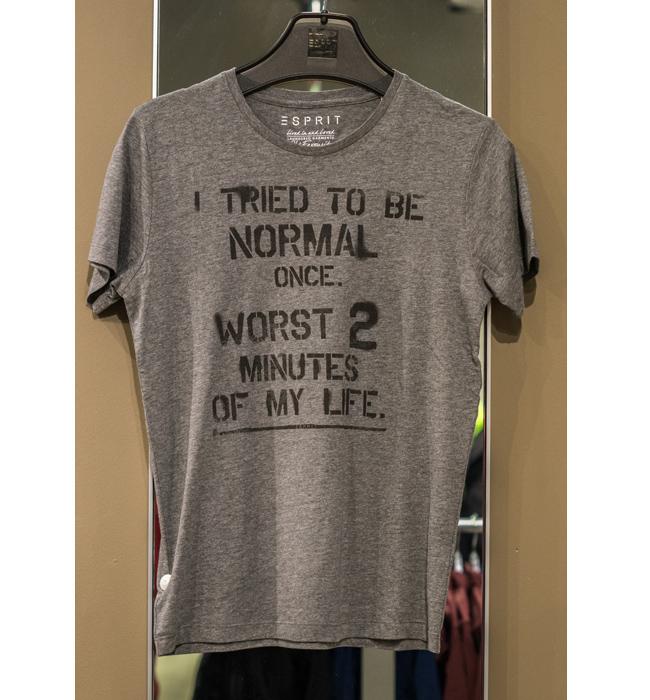 Мъжка тениска Esprit: Стара цена 29 лева/ Нова цена 19 лева. Решихме, че ще пасва идеално на джинсите.